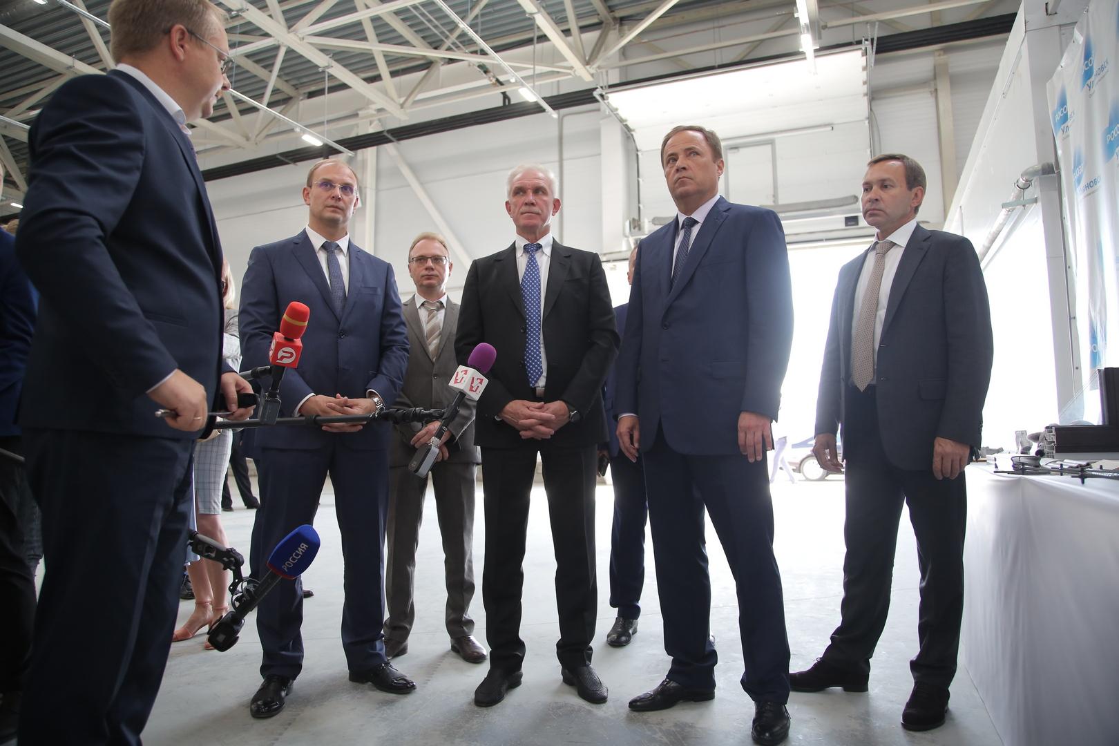 Игорь Комаров посетил портовую особую экономическую зону и оценил производственные мощности «АэроКомпозит-Ульяновск»